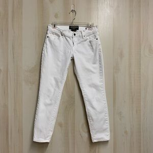 ✨3 for 20✨Lucky Brand Zoe Straight Crop Size 6